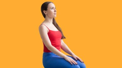benefits of vajrasana yoga image