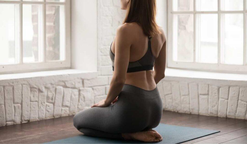 women-doing-vajrasana-back-view